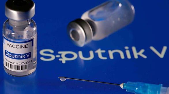 Nhu cầu vắc xin Sputnik V tăng vọt, Nga phải nhờ Trung Quốc giúp - Ảnh 1.
