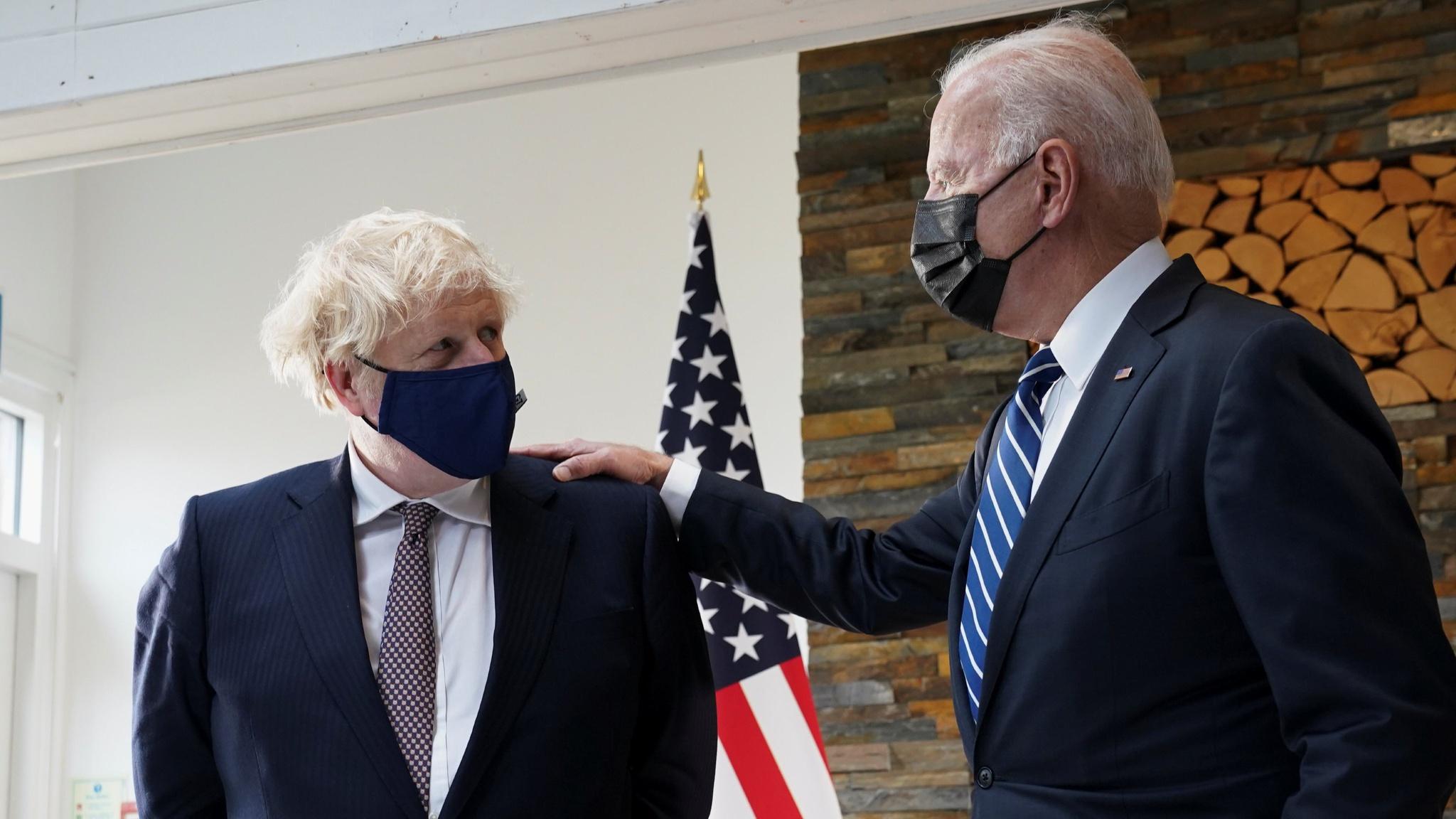 Thủ tướng Anh Boris Johnson và Tổng thống Mỹ Joe Biden gặp nhau ngày 10.66 tại Cornwall, Anh /// Reuters