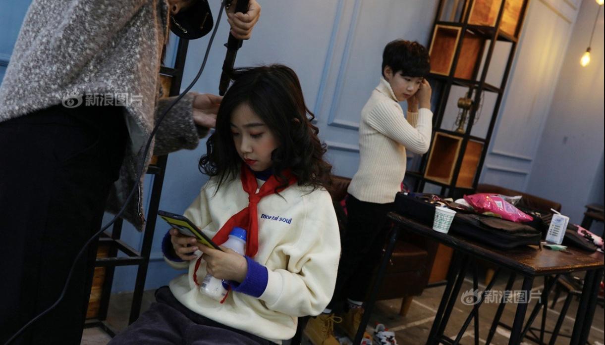 Tham vọng của nhiều bậc cha mẹ muốn biến con cái thành ngôi sao đã thúc đẩy ngành công nghiệp mỹ phẩm cho trẻ em phát triển /// Ảnh chụp màn hình Asiaone