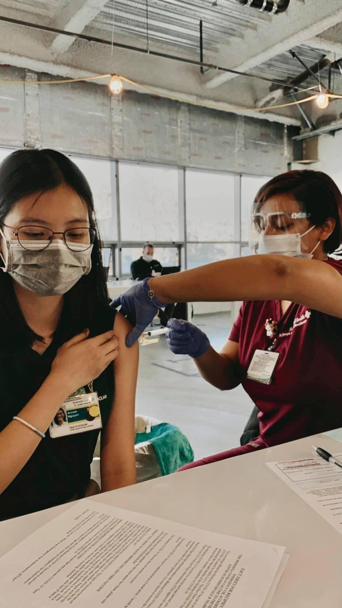 Du học sinh sẽ được tiêm vắc xin Covid-19 ? - ảnh 2