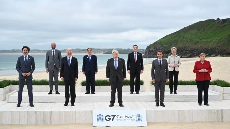 Các lãnh đạo G7 và EU chụp ảnh chung tại Anh /// Reuters
