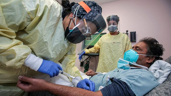 Kháng thể đơn dòng cứu được bệnh nhân COVID-19 thể nặng - Ảnh 1.