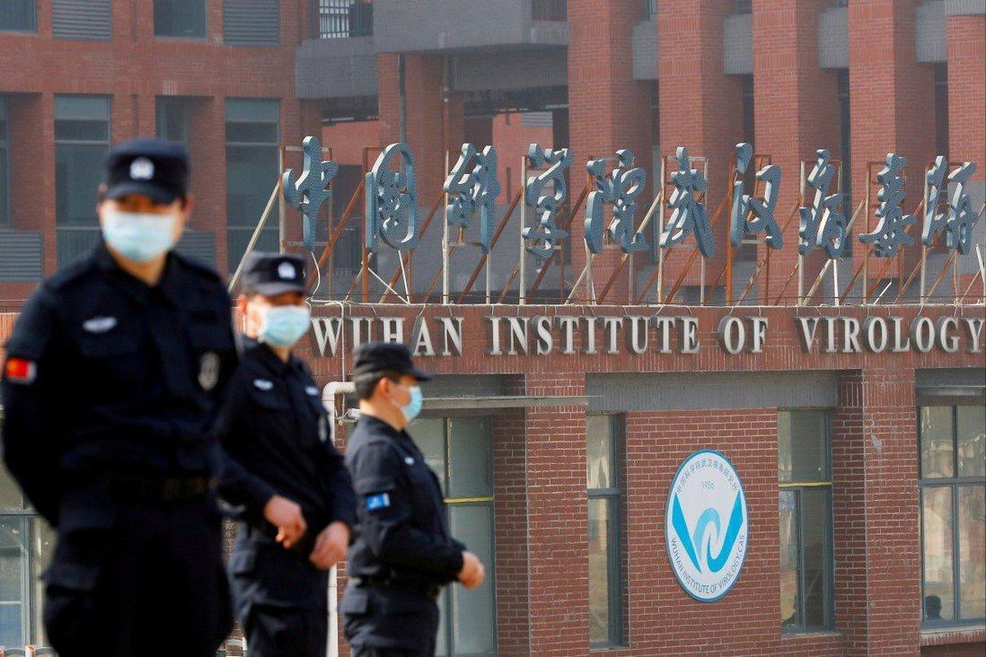 Nhân viên an ninh bên ngoài Viện Virus học Vũ Hán /// Reuters