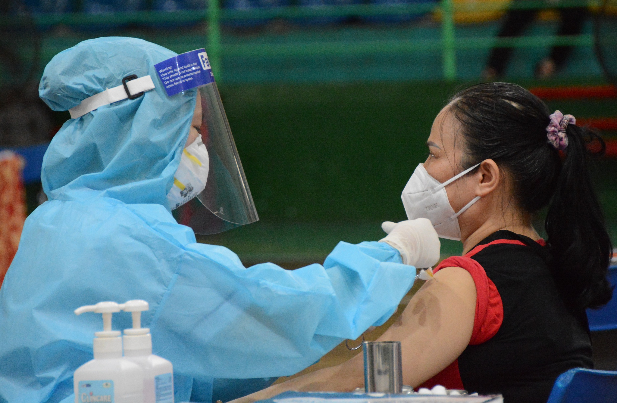 TP.HCM phấn đấu đến cuối tháng 8.2021, có khoảng 70% dân số (trên 18 tuổi) được tiếp cận vắc xin mũi 1. /// ẢNH: DUY TÍNH