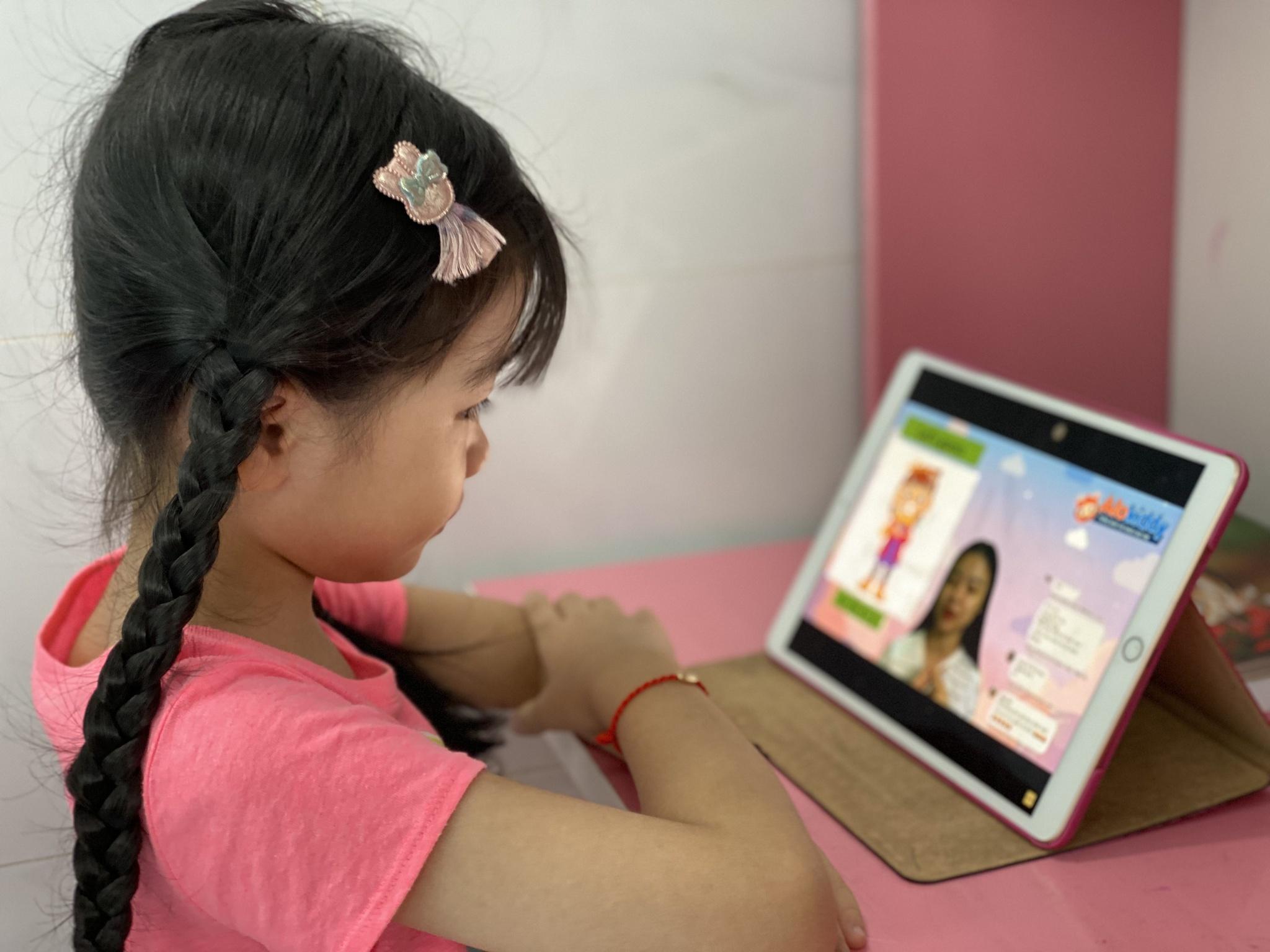 Dịch kéo dài, phụ huynh cần chuẩn bị gì nếu vào lớp 1 con học trực tuyến? - ảnh 1