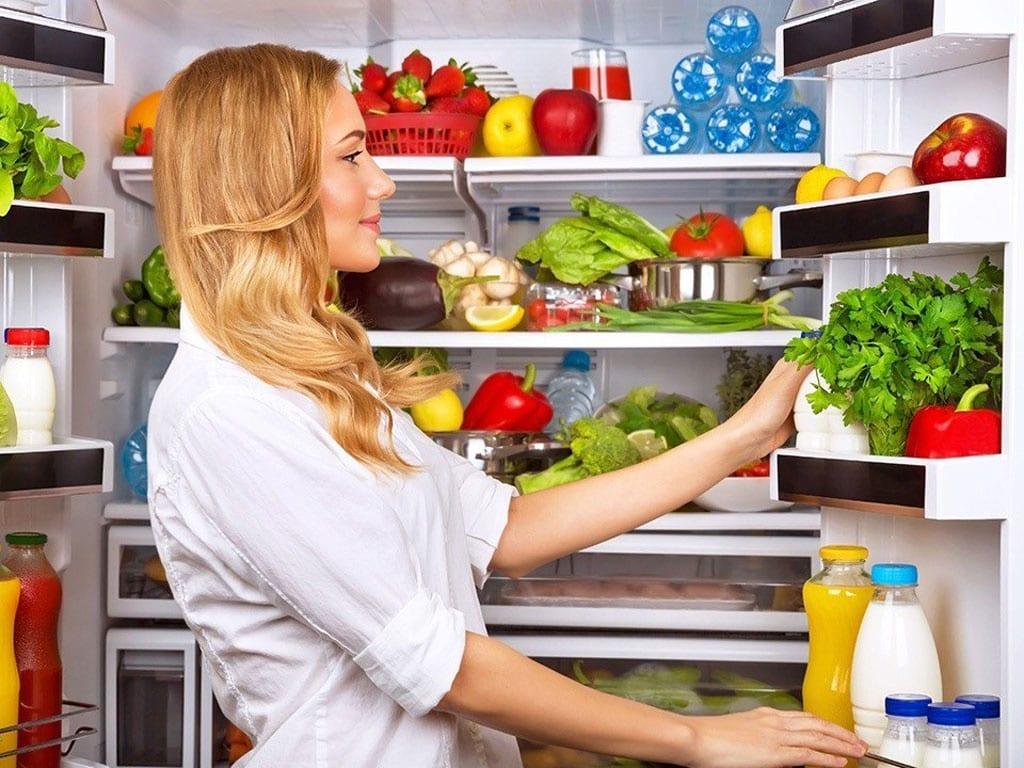 """CDC Mỹ khuyên: """"Mỗi tuần một lần, hãy tạo thói quen vứt bỏ những thực phẩm dễ hỏng mà không nên ăn nữa"""". /// Ảnh minh họa: Shutterstock"""