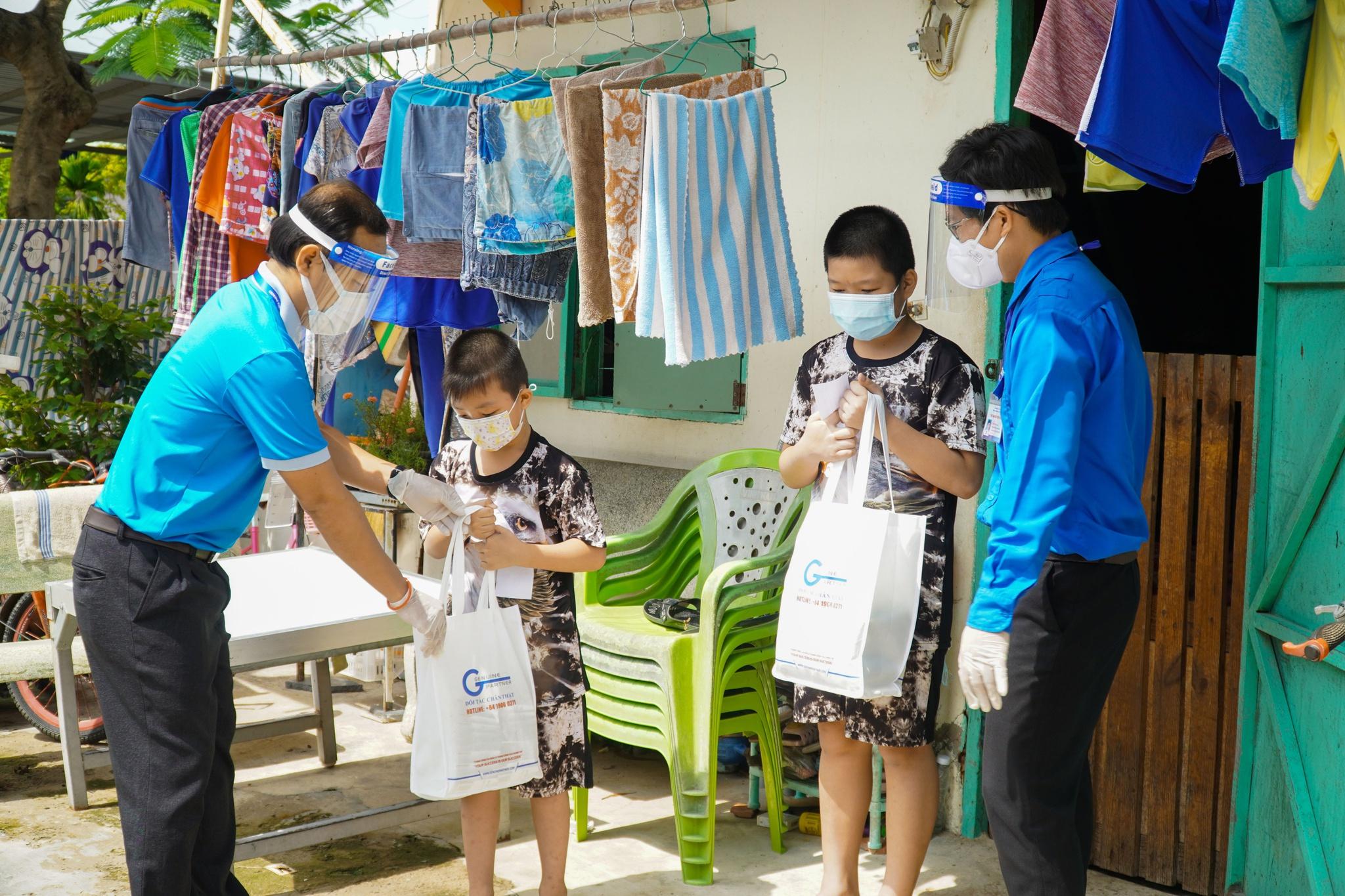 Công nhân treo bảng cầu cứu sữa cho con, nghẹn ngào khi nhận được hỗ trợ - ảnh 4