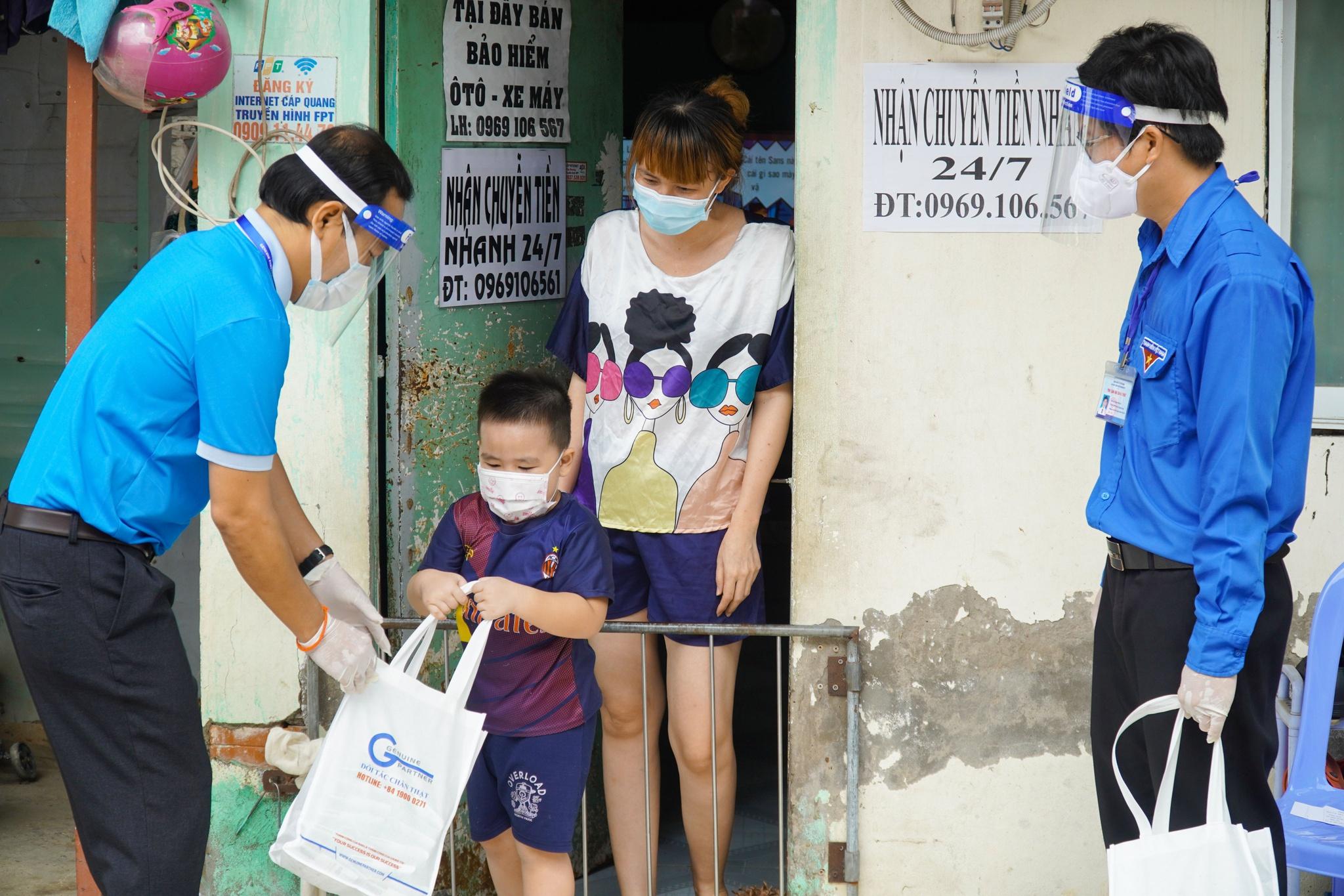 Công nhân treo bảng cầu cứu sữa cho con, nghẹn ngào khi nhận được hỗ trợ - ảnh 5