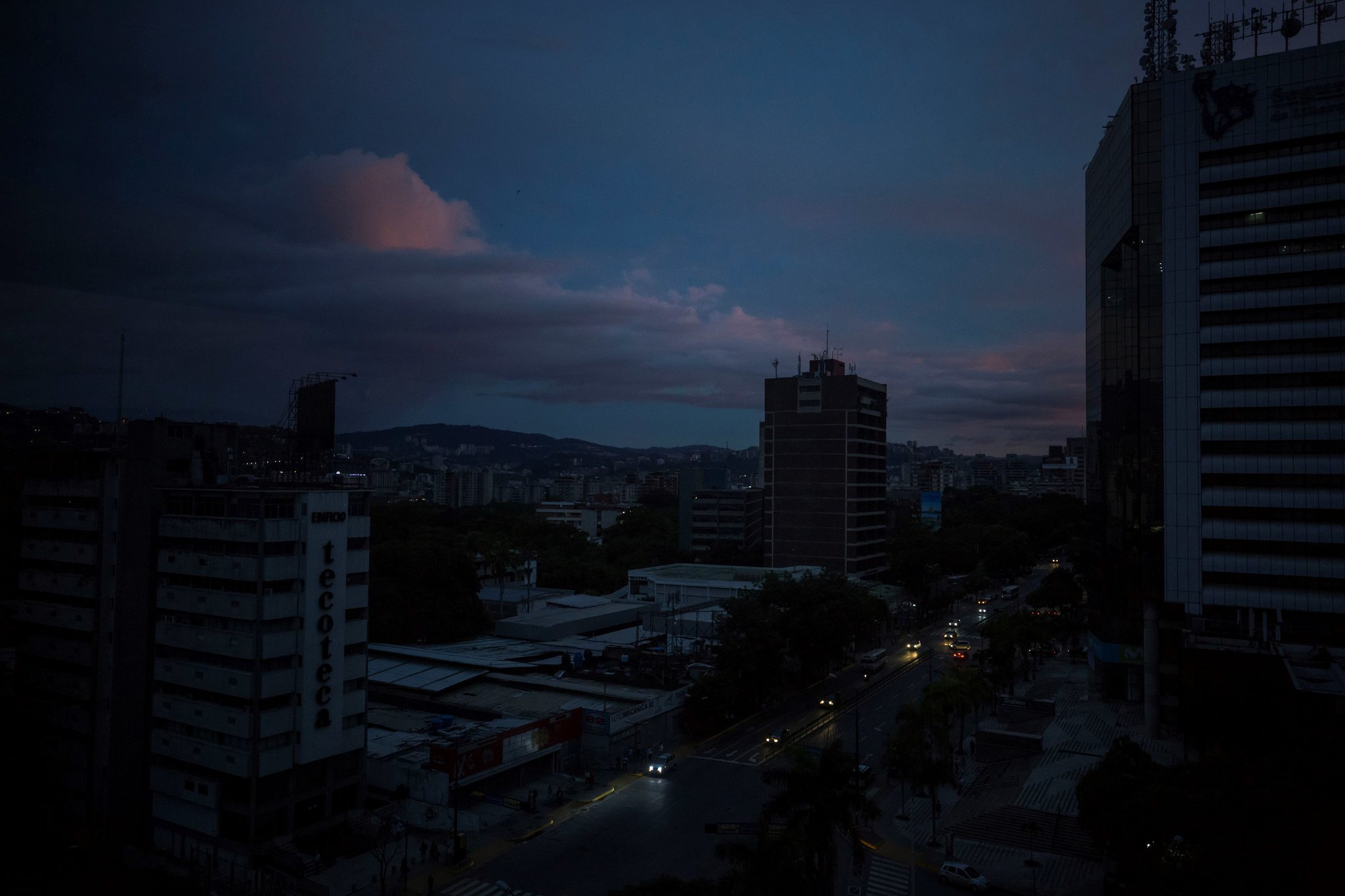 Thủ đô Caracas lại bị mất điện trên diện rộng nghi do lưới điện bị tấn công /// Shutterstock