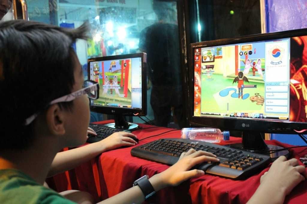 Học sinh thường bị game thu hút đến mất tập trung học tập /// H.A