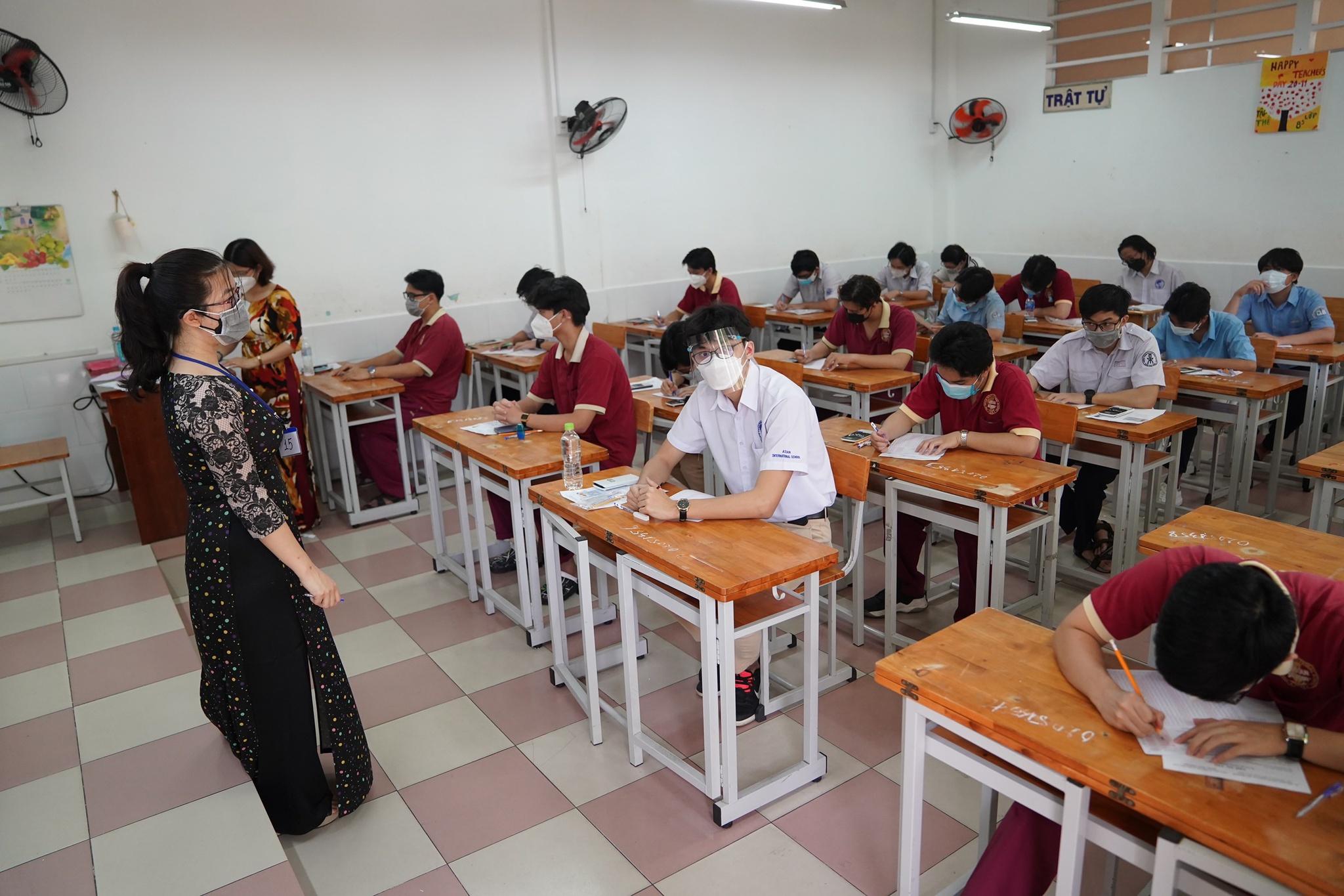 Chiều nay nhiều trường ĐH công bố điểm chuẩn xét dựa vào điểm thi tốt nghiệp THPT đợt 1 /// Độc Lập
