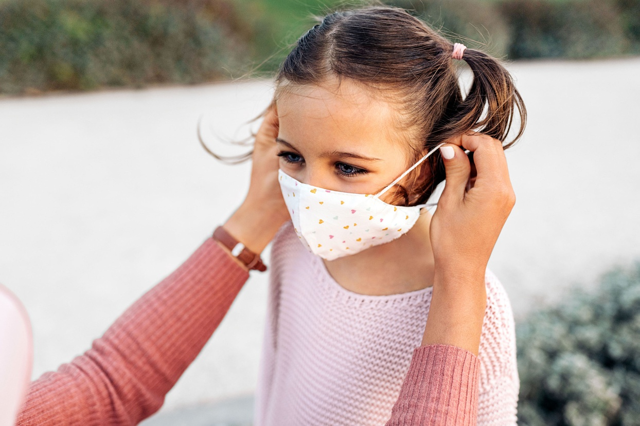 Bác sĩ hướng dẫn 3 điều phụ huynh cần biết để bảo vệ con trước dịch Covid-19 - ảnh 1