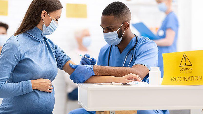 Tiêm phòng không chỉ bảo vệ phụ nữ mang thai mà còn bảo vệ con cái của họ ngay khi còn nhỏ /// Shutterstock