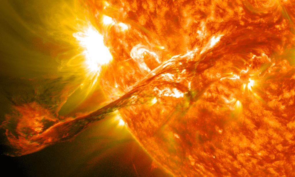 Kết xuất đồ họa mô phỏng một vụ phun trào ở vành nhật hoa /// NASA