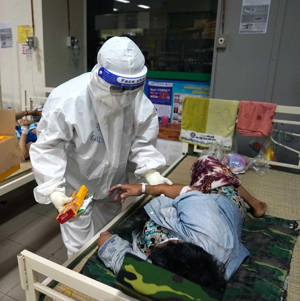 Bên trong bệnh viện dã chiến quân đội: Kiên nhẫn và... kiên nhẫn2