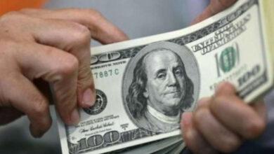 الدولار يقفل على ارتفاع طفيف