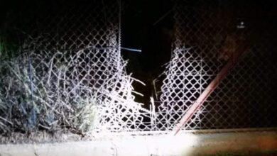 الفجوة التي أُحدثت في السياج عند الحدود مع فلسطين