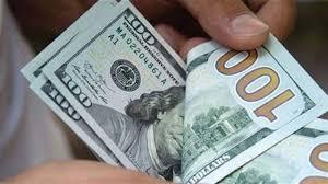 الدولار يواصل التحليق