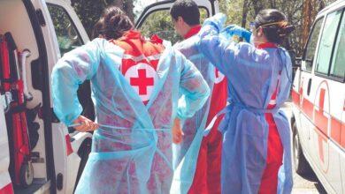 الصليب الأحمر نقل 42 شخصًا مصابًا بكورونا و8 اطفال