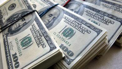 دولار السوق يقفل على تراجع .. اليكم السعر
