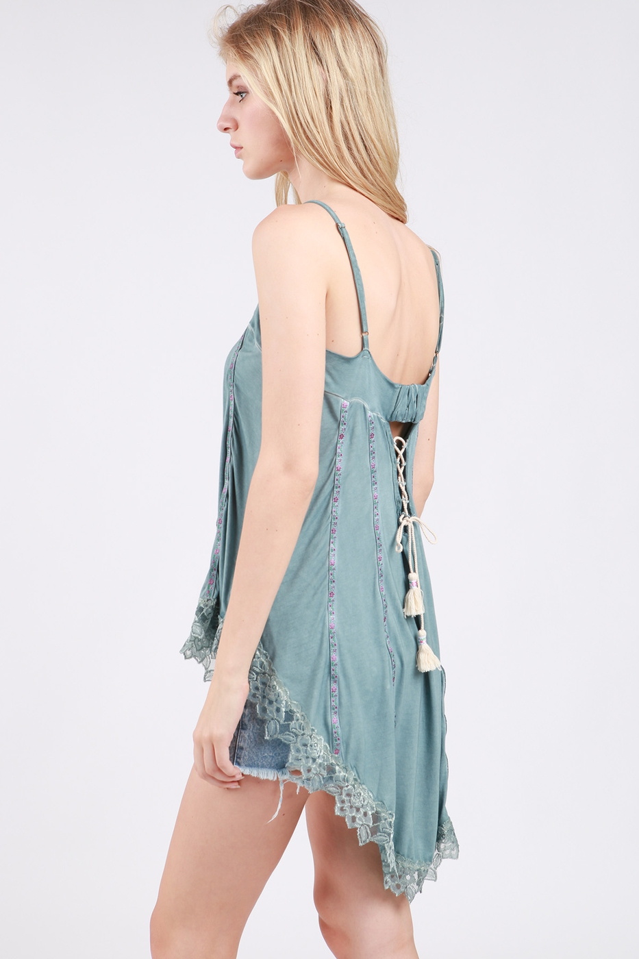 Flowy High Low Top with Scallop Lace Detail Side
