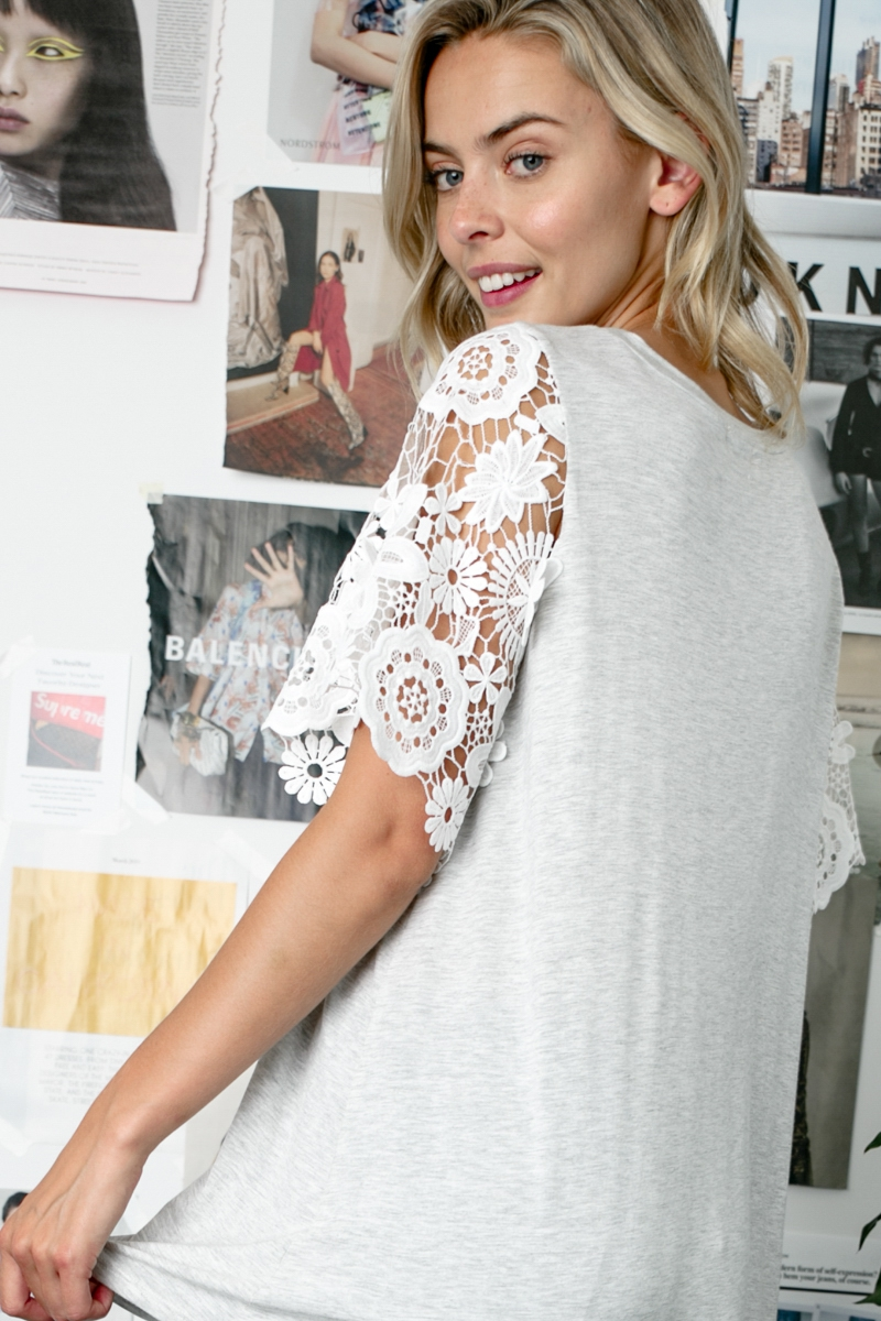 LACE SLEEVE SOLID BODY ROUND NECK TOP Side