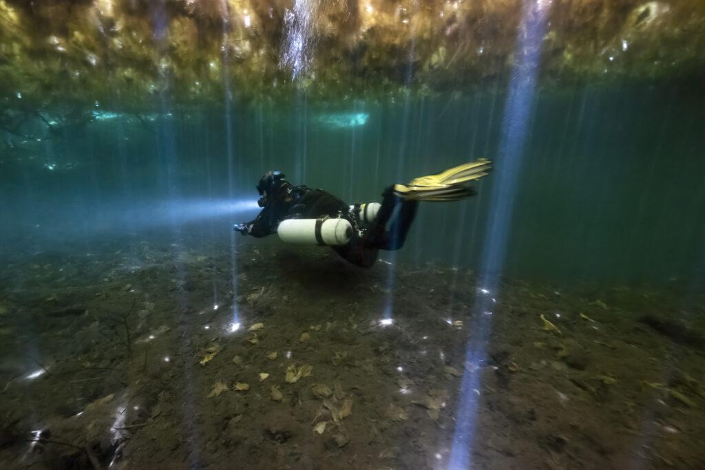 Side mount scuba diving