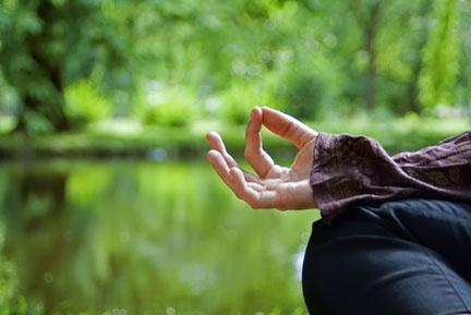how mindful meditation helps