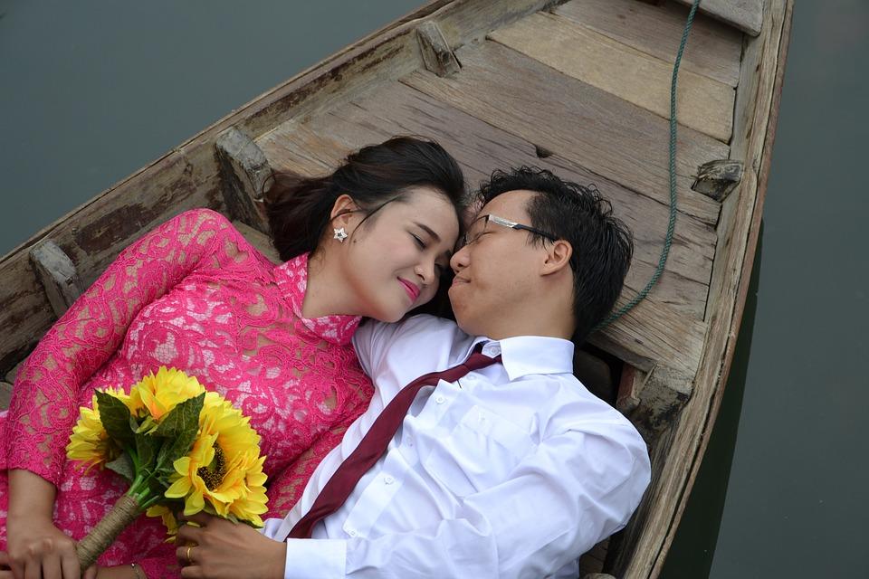 picnoi asian couple