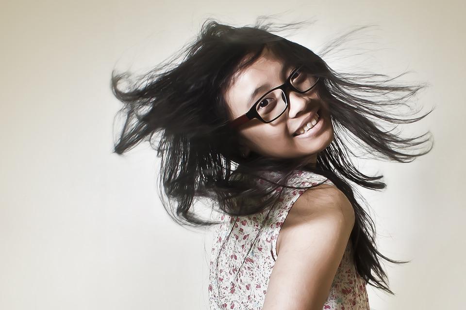 picnoi young girl glasses
