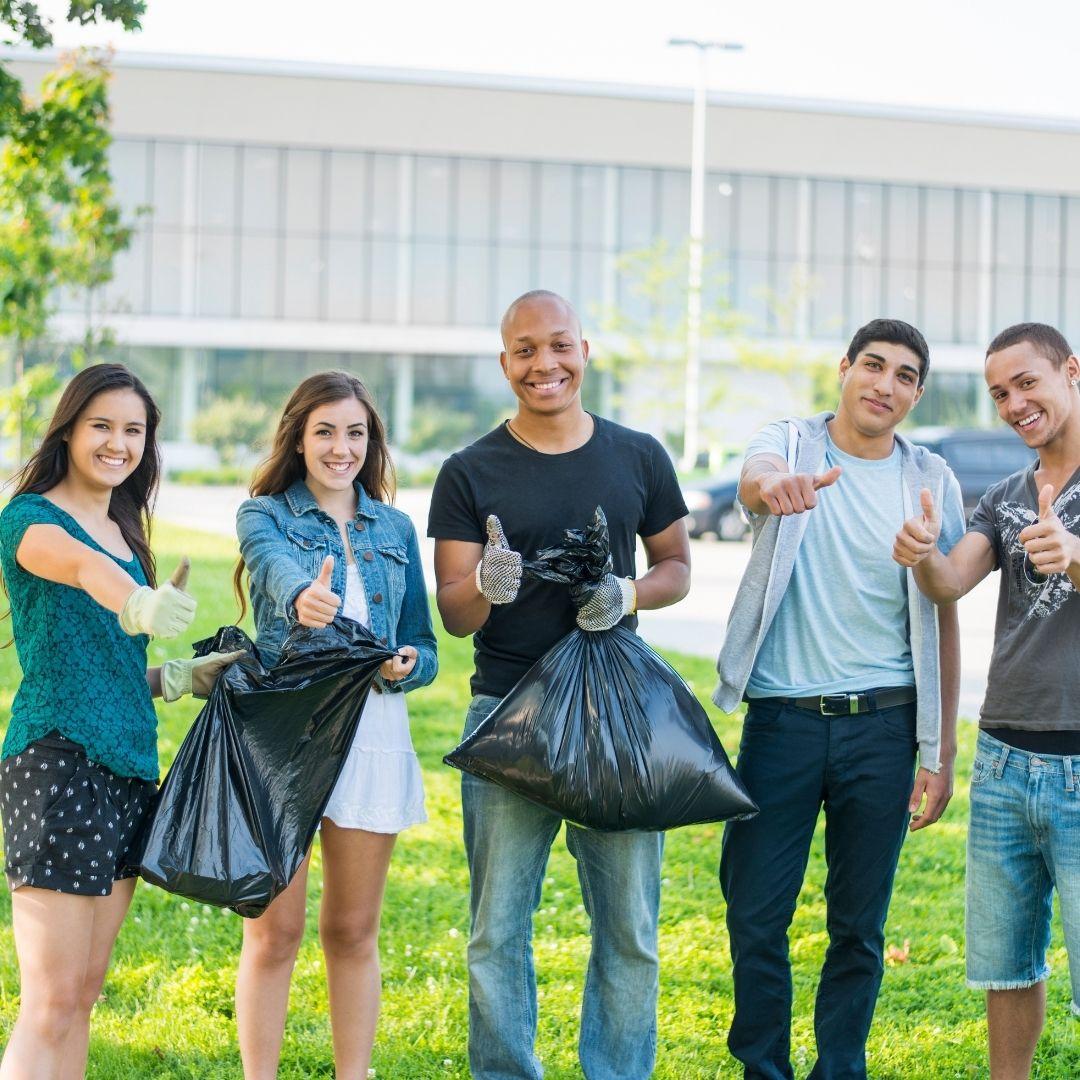 5 students volunteering