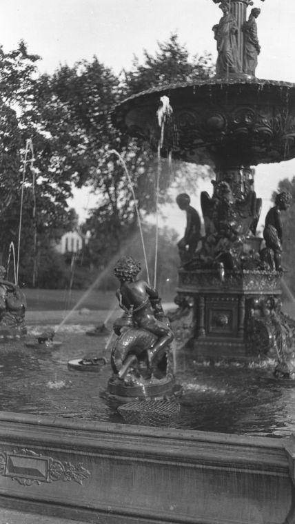 Vintage Studebaker Electric Fountain in Howard Park