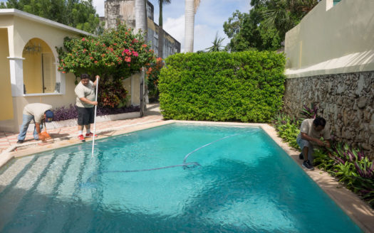 Merida Pool Cleaning