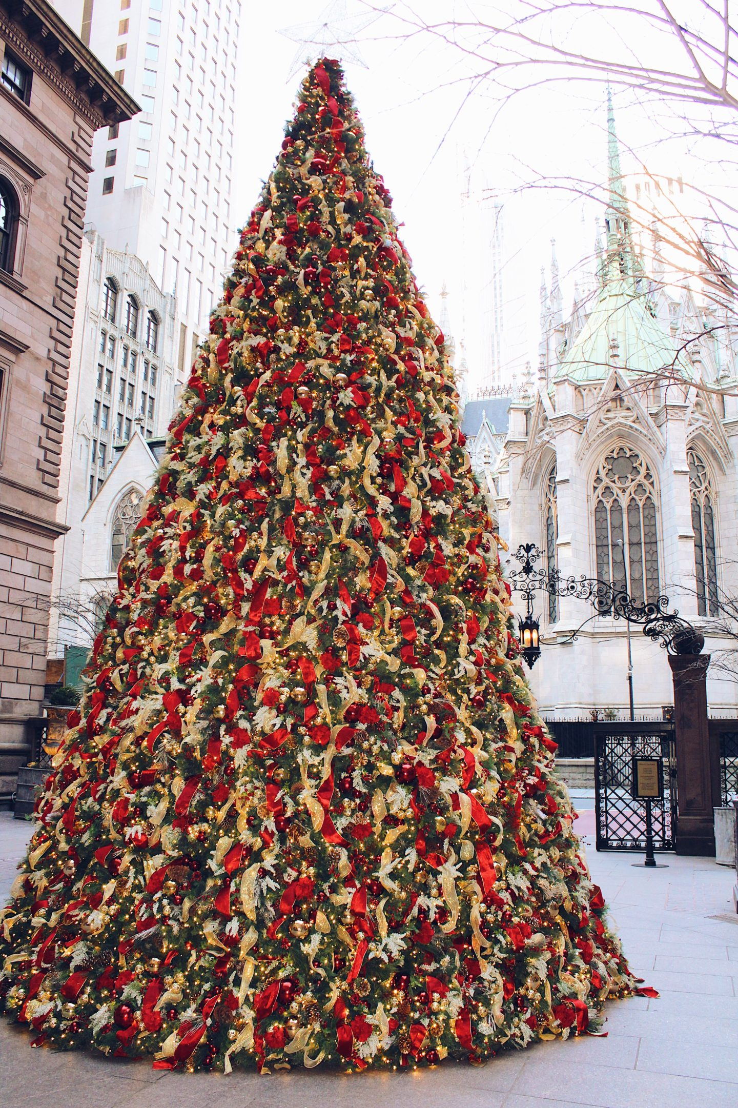 Lotte-New-York-Palace-Hotel-Christmas-Tree