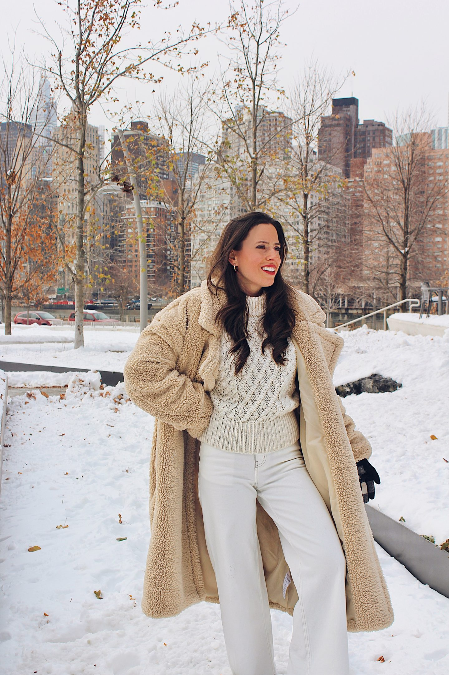 New-York-snow-travel-outfit-teddy-coat