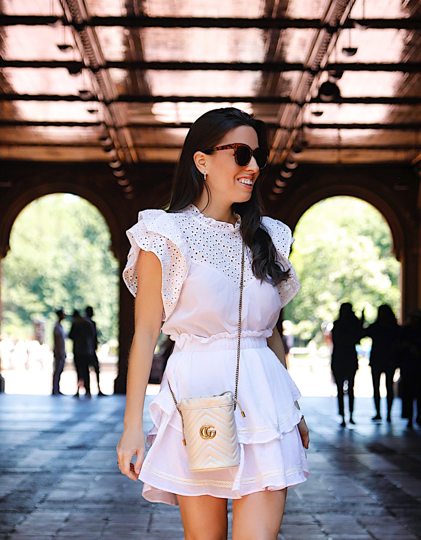 A LITTLE WHITE OUTFIT TO GET THE WEEKEND STARTED