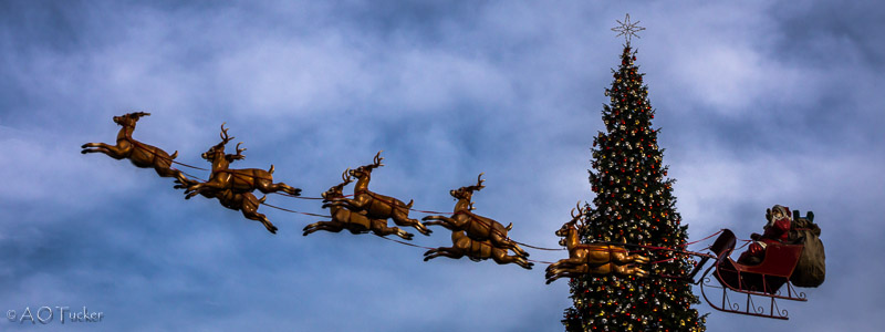 Santa And His Sleigh - Los Angeles Day 2 post
