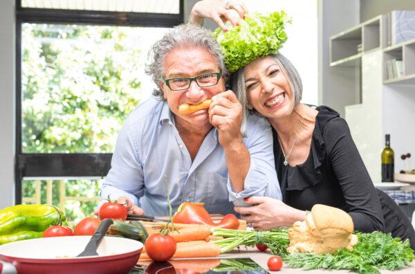 couple eating raw veggies