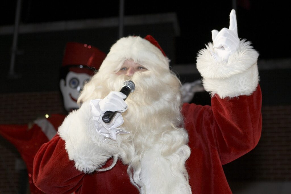 Socially distanced Christmas activities in Chicagoland- Santa