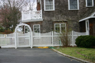 Scalloped Courtyard Fence (1)