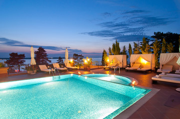 image to display hotel pool & spa