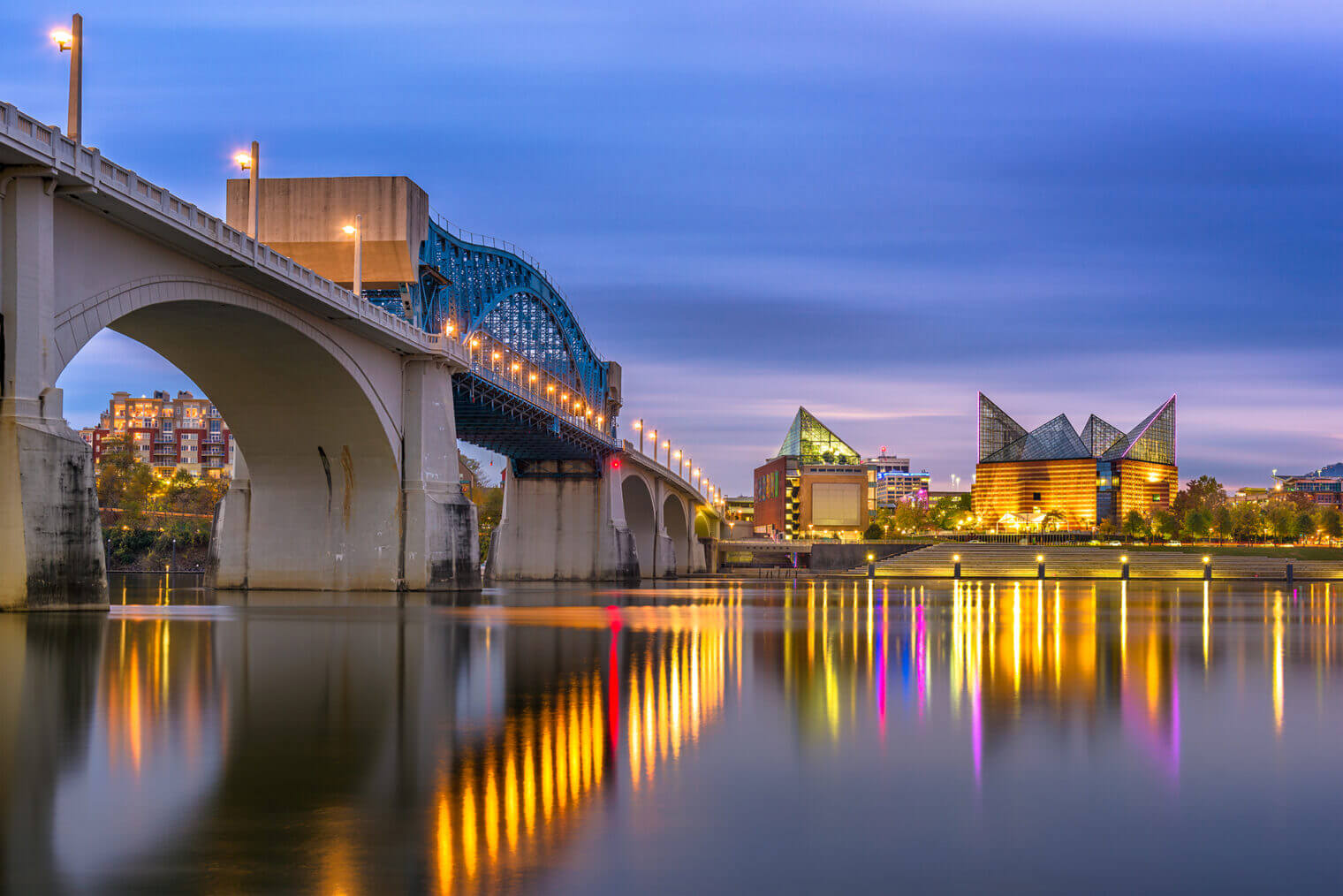 Tennessee River in downtown Chattanooga, view of Aquarium