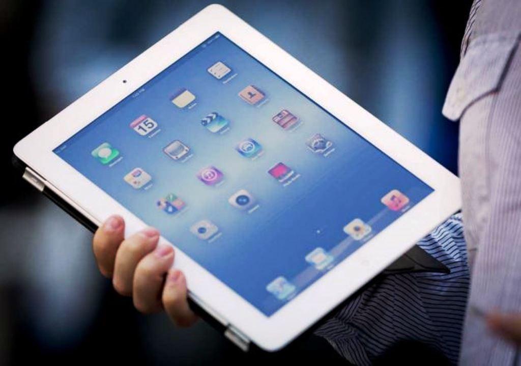 2x Apple iPad (16GB, 4G LTE)