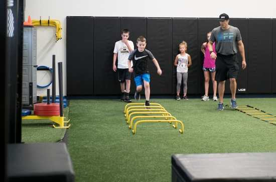 Kids in youth fitness class