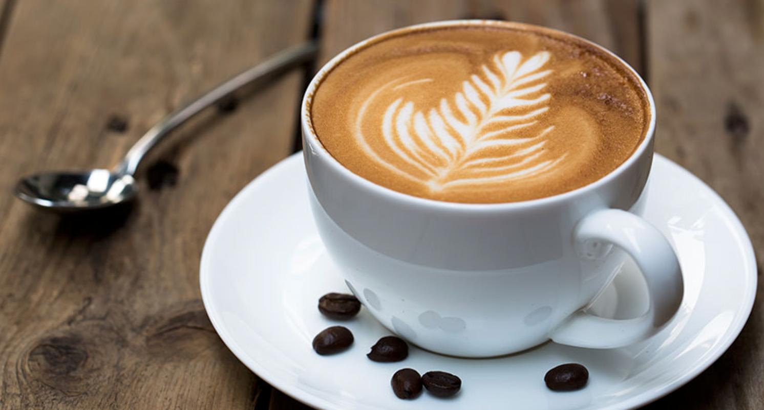 drinking coffee while breastfeeding