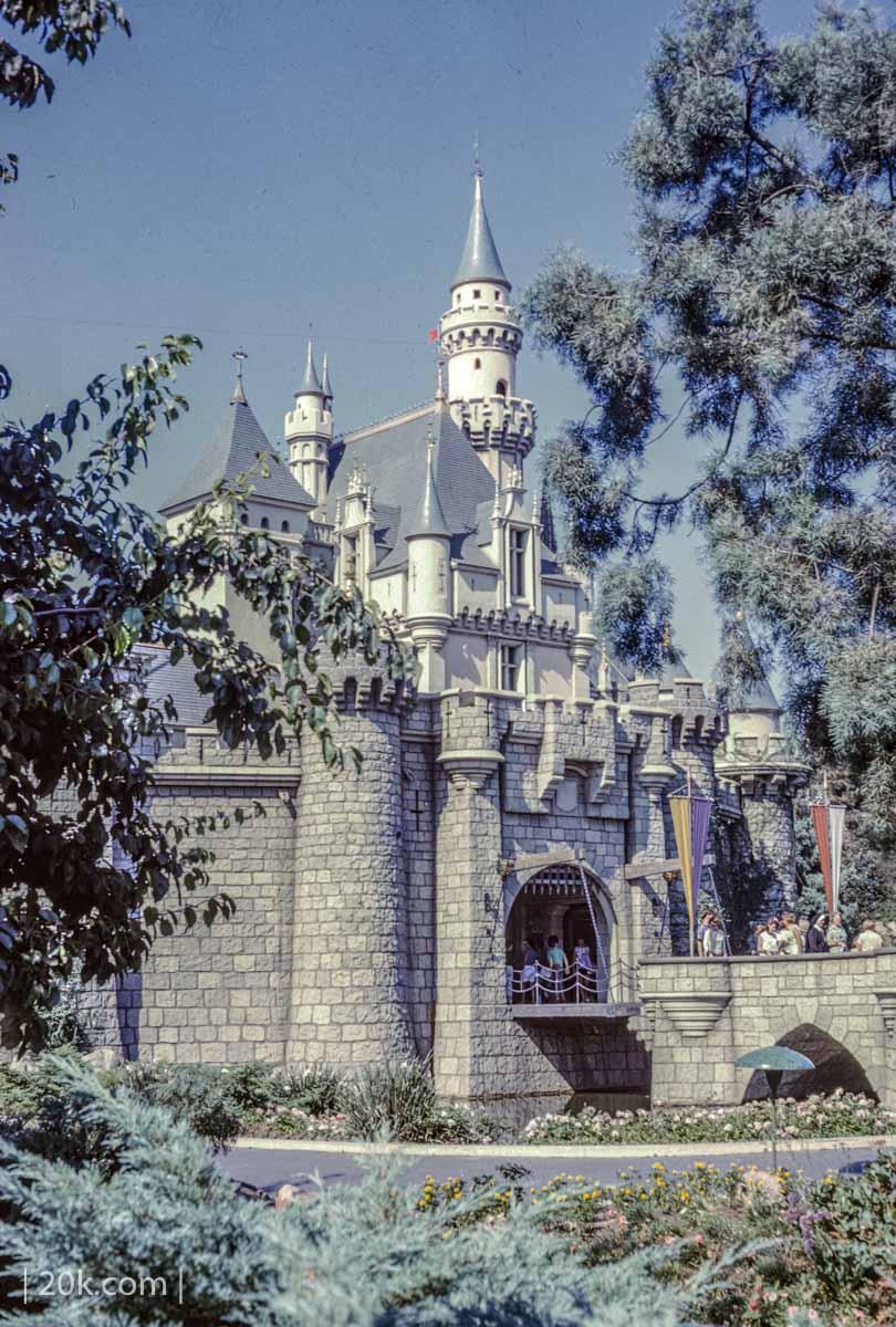 20k-1963-Anaheim-California-Disneyland-6