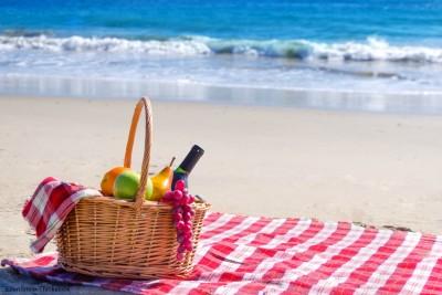 Picnic-on-Beach-1-e1465490499487