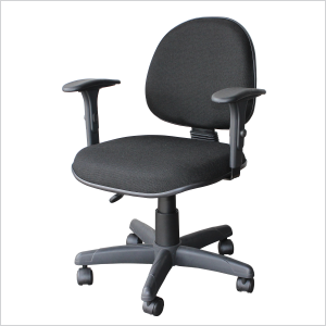 Cadeira executiva com lâmina e braço gatilho na cor preta