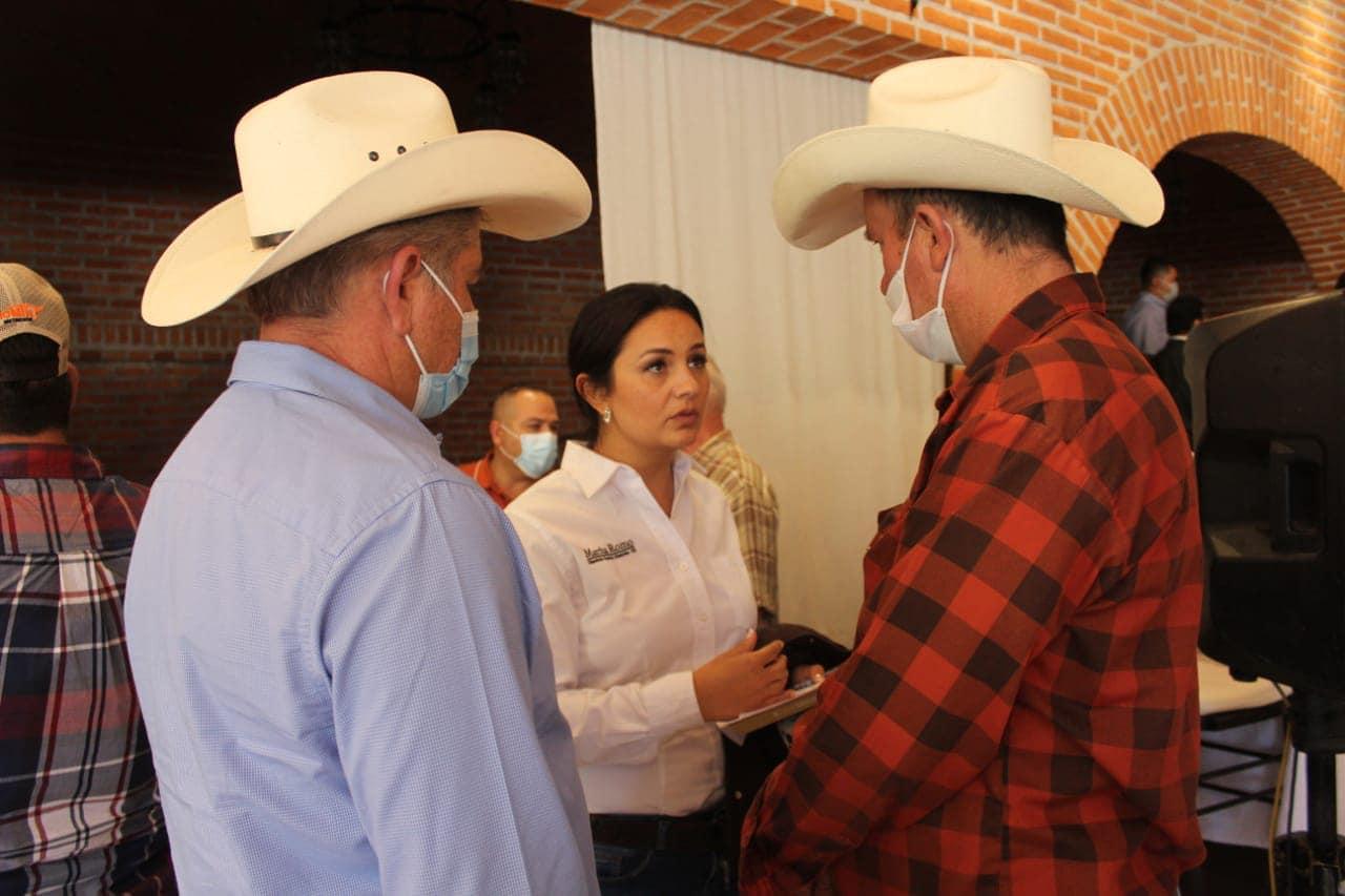 """Diputada Martha Romo reaparece con los ganaderos. Le piden """"que se ponga las pilas"""""""
