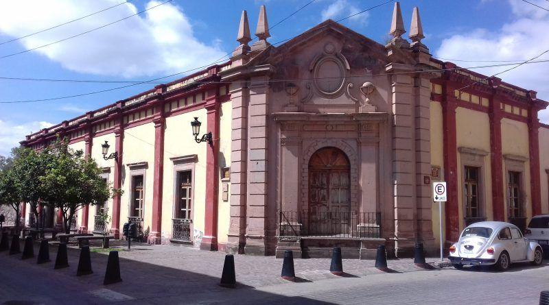 """30 años de servicio de la Biblioteca """"María Soiné de Helguera"""""""
